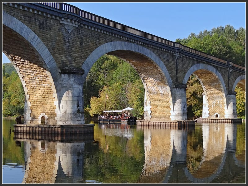 A boat trip on the dordogne river