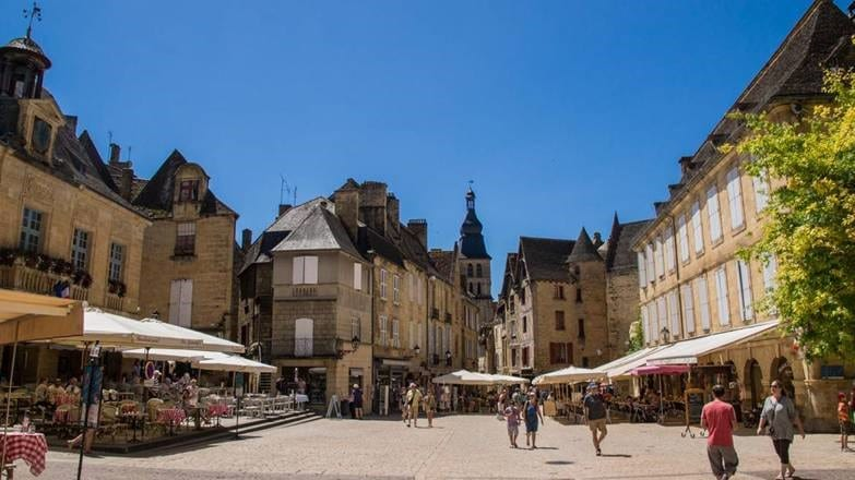 Visit the famous market of sarlat